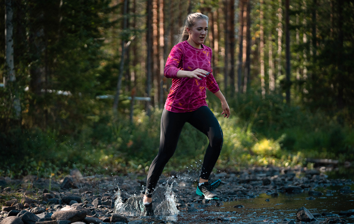 Inov8 trailrunning water woman.jpg