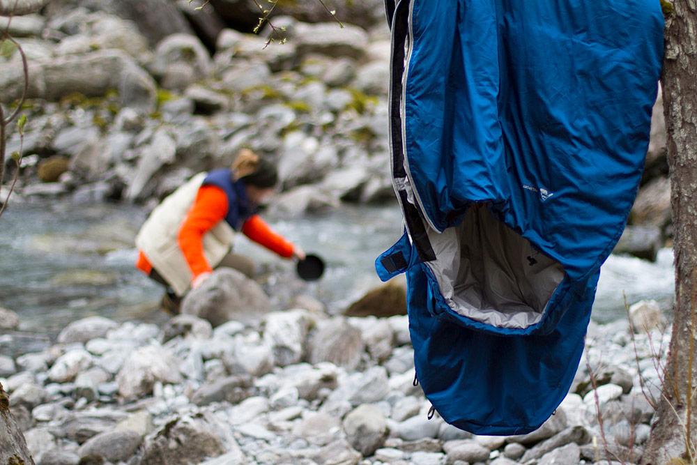 Kongsfjorden_-NiklasWelzel_sleepingbag_maintenance.jpg
