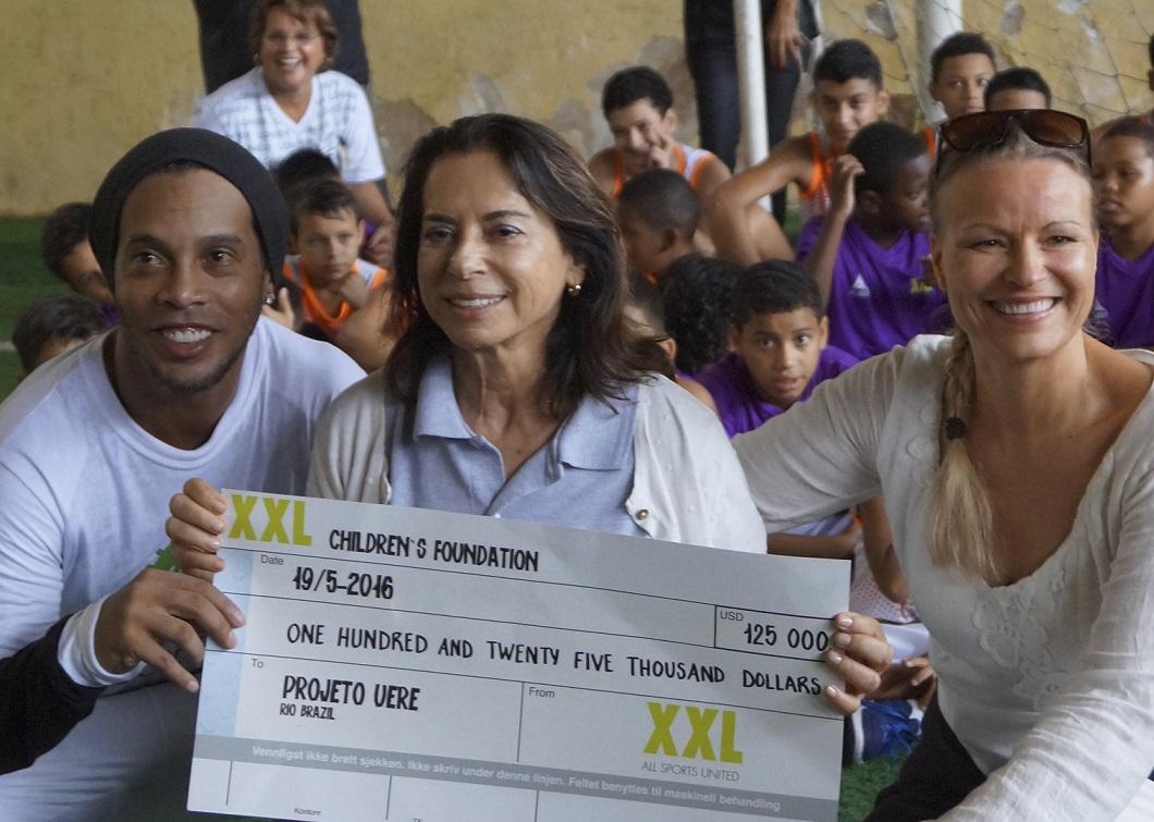 Ronaldinho-Yvonne-Bezerra-Anne-Elisabeth-Egeberg.jpg