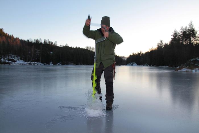 Icefishing-auger.jpg