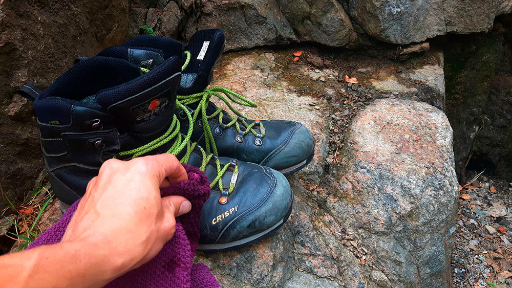 Maintenance-hiking-shoes-feat-img-2.jpg